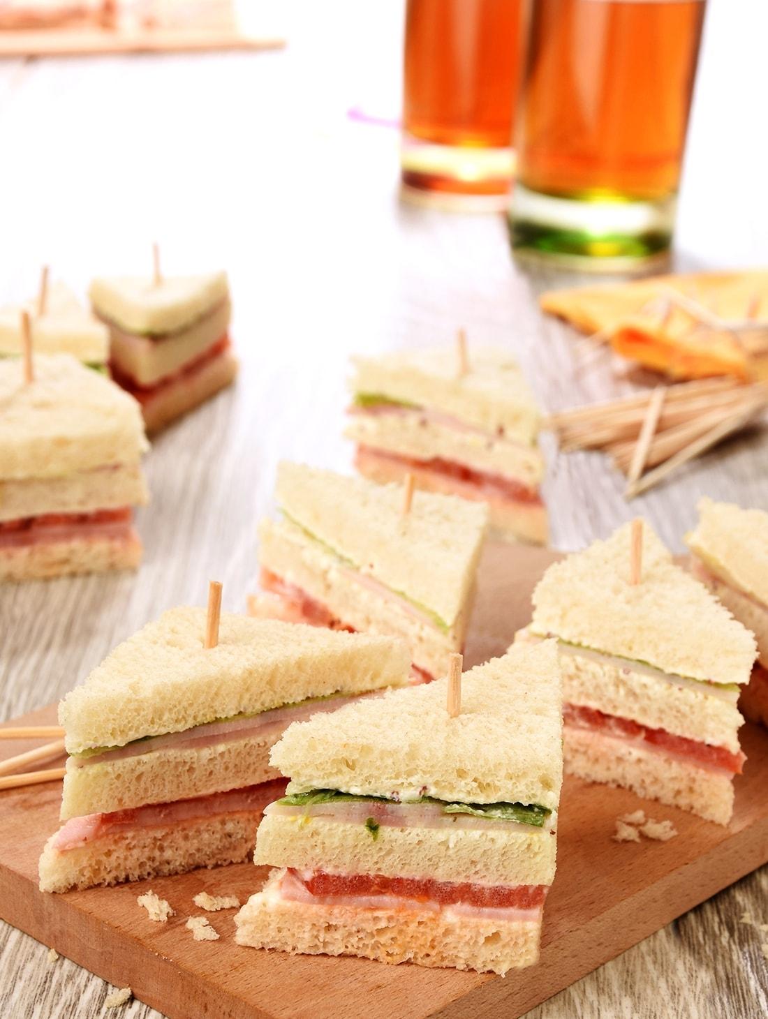 64 Mini Clubs sandwiches