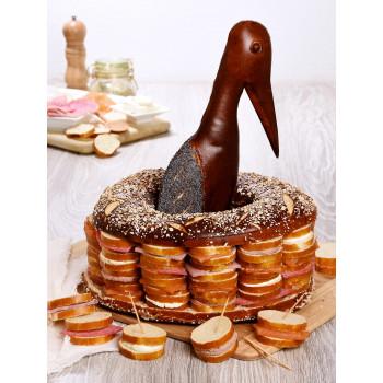 Pain surprise en pâte à bretzel et en forme de cigogne de 40 toasts, à partager pour l'apéritif